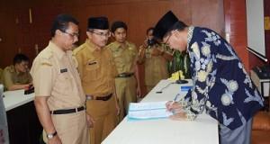 Utamakan Peningkatkan Usaha Pembangunan di Daerah, Irfendi Sertijab Kepala Bappeda