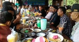 Calon Walikota Suwandel Muhktar silaturahmi dengan anggota Balai Wartawan Luak Limopuluah