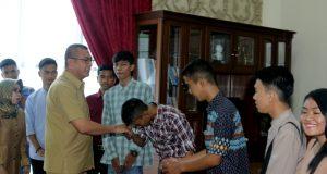 Walikota Melepas Peserta Magang Dari SMKN 3 ke Malaysia