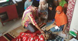 Farlan penderita tumor dikunjungi Bupati Irfendi Arbi
