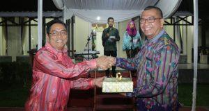 Priadi Syukur serahkan memori tugas Plt Walikota kepada Walikota Riza Falepi