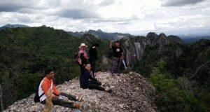 KPU Sijunjung Hiking ke 'Negeri Atas Awan'