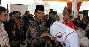 Salurkan Bantuan PT Semen Padang untuk Siswa Berprestasi, Bupati Limapuluh Kota Diapresiasi Gubernur